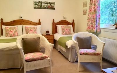 Twin Beds at Tom Eachainn