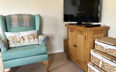TV in bedroom at Tom Eachainn