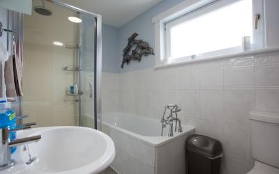 Taigh Toilichte Bathroom
